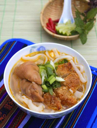 Vietnamese Noodle Recipes - Bánh Canh Chả Cá Giò Heo