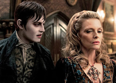 Johnny Depp y Michelle Pfeiffer en Dark Shadows