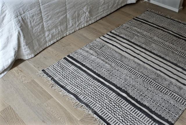 nordal, mustavalkoinen matto, moderni, minimalistinen, graafinen matto