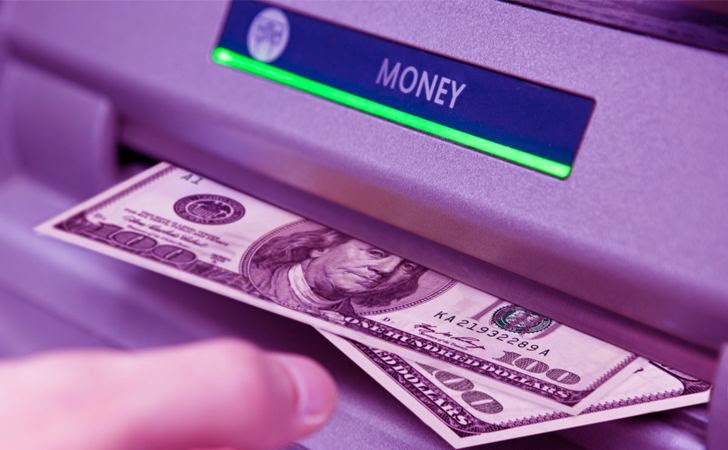 ' ' from the web at 'http://3.bp.blogspot.com/-_agbFOrT6_M/VDTpemER6_I/AAAAAAAAgsM/kmREsJ_y-i8/s1600/hacking-ATM-machine-money-malware.jpg'