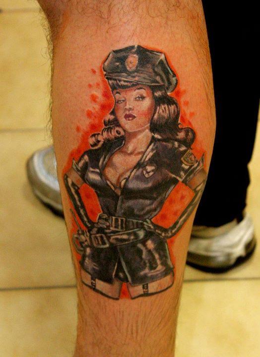 Pin up tattoo lettere tatuaggi farfalla tatuaggio for Tatuaggi donne pin up