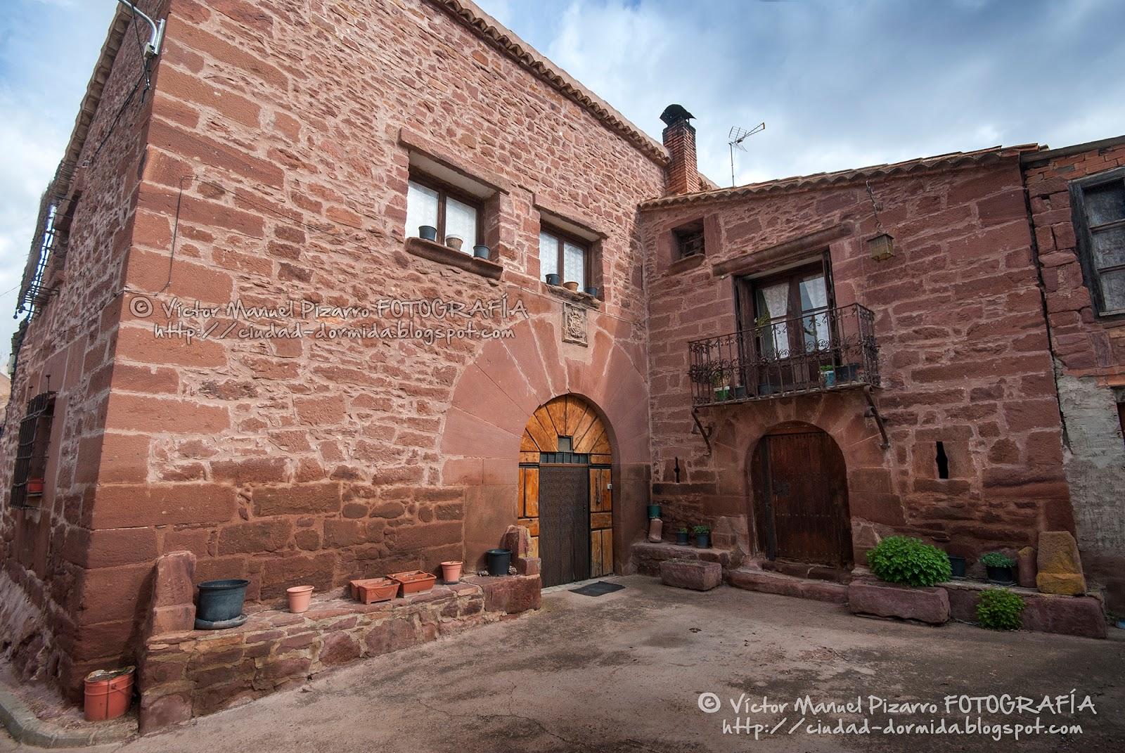 R denas el pueblo de arenisca roja sierra de albarrac n - Casas gratis en pueblos de espana ...