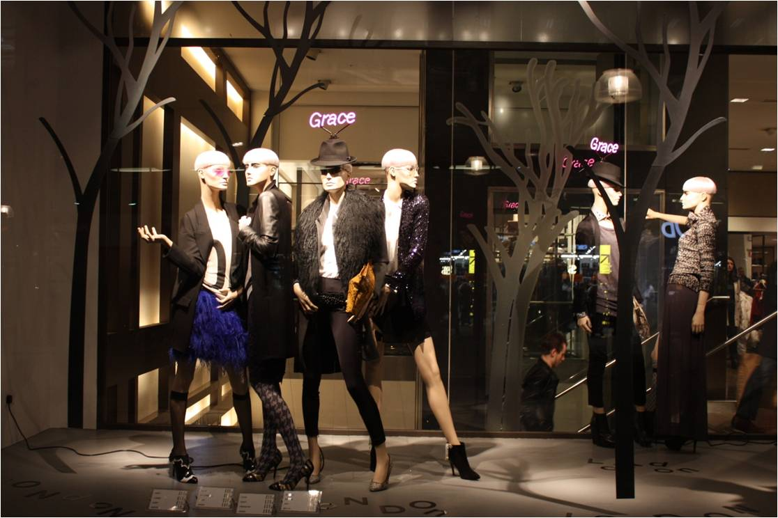Zara Soho New York >> Fashion Life: Visual Merchandising - Window Display
