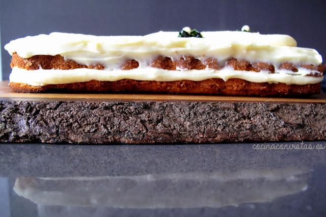 Tarta de Calabacín con su cobertura de chocolate blanco