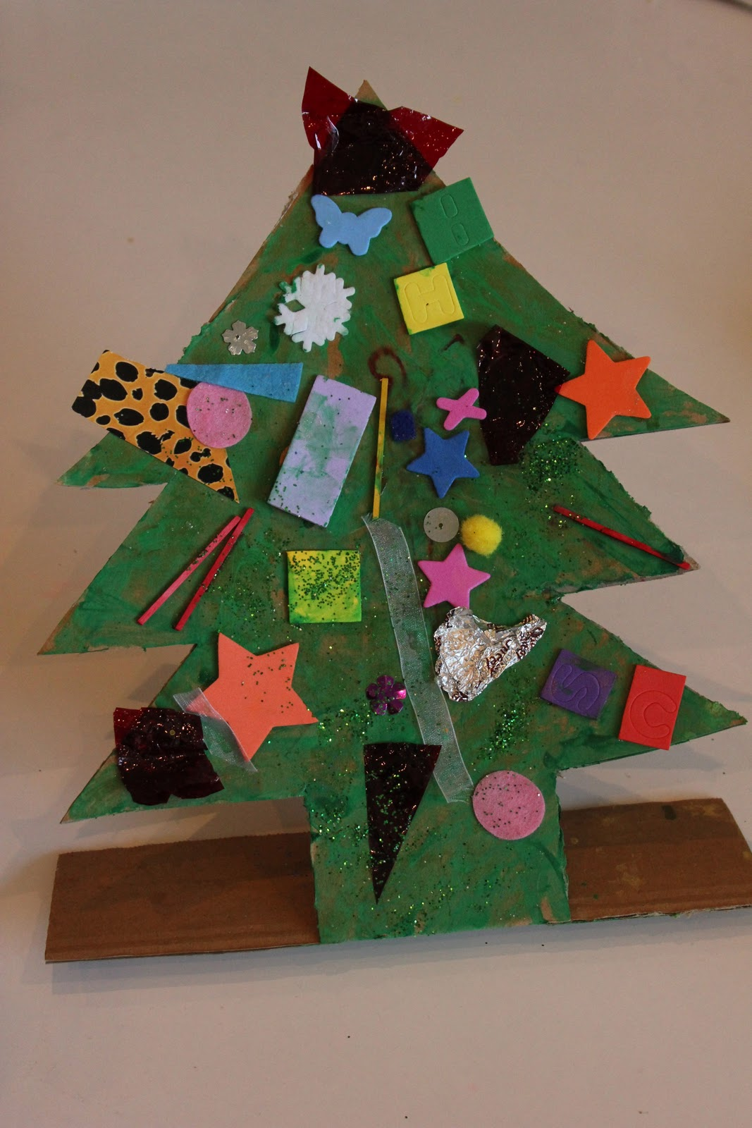 Christmas Decor Made From Recycled Materials : Christmas tree decorations using recycled materials