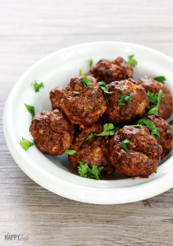 Chorizo-Spiced Meatballs — grain-free, gluten-free, and low carb │ thehappytulip.com