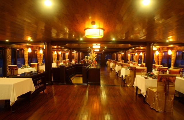 Luxury Dinning Table - Au Co Cruise