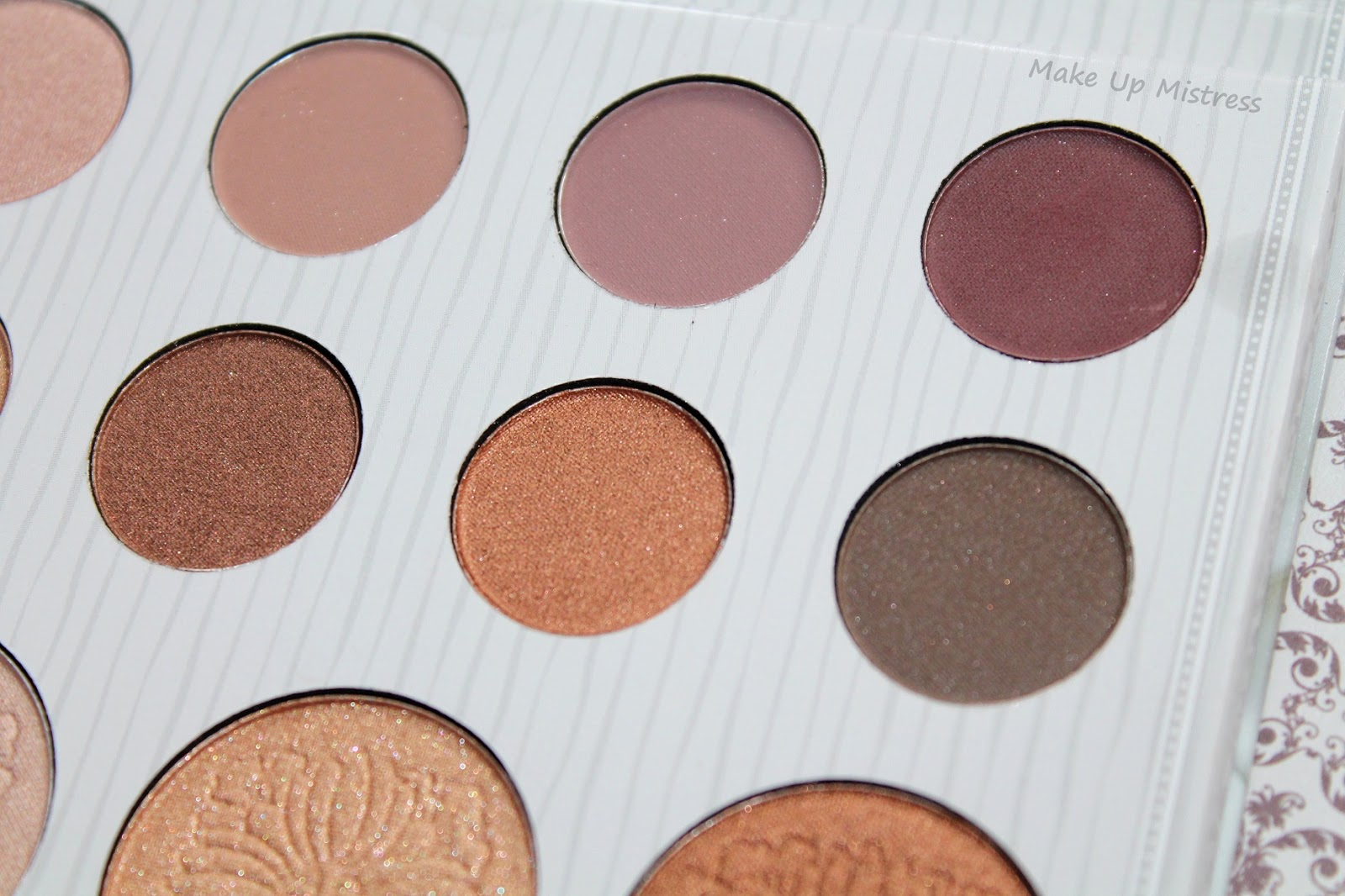 Make up mistress: carli bybel eyeshadow palette