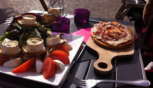Lunch time in the winter sun! Hot goats cheese salad and bruschetta with ham.