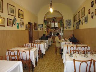 dining room inside Trattoria dell'Omo in Rome