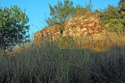 Restes de l'ermita de Sant Miquel de l'Arn