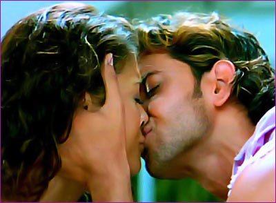 Aishwarya Rai & hritik roshan are kissing photos in dhoom 2