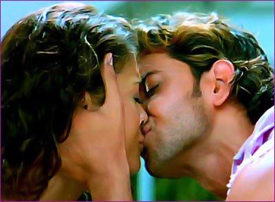 Aishwarya Rai & hritik roshan are kissing photos in dhoom 2
