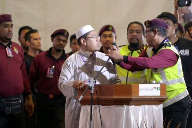 Muktamar PAS Kecoh Perwakilan Guna Doa Serang Mat Sabu