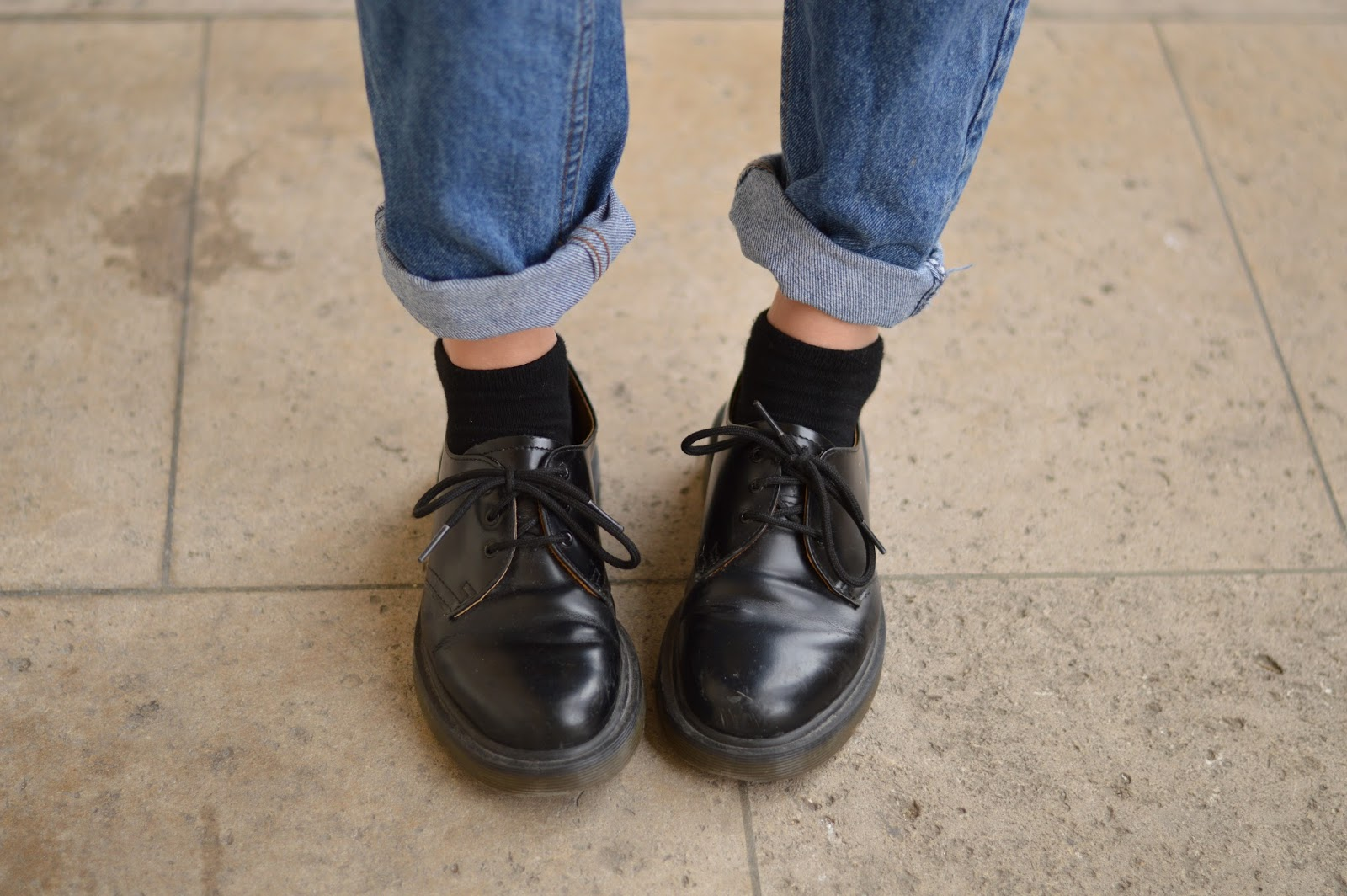 How to style Dr Martens shoes with rolled up jeans