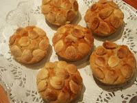 pastelillos de almendra y patata