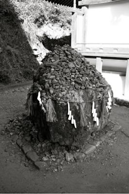 Pierre sacrée du sanctuaire Ujigami 宇治上神社