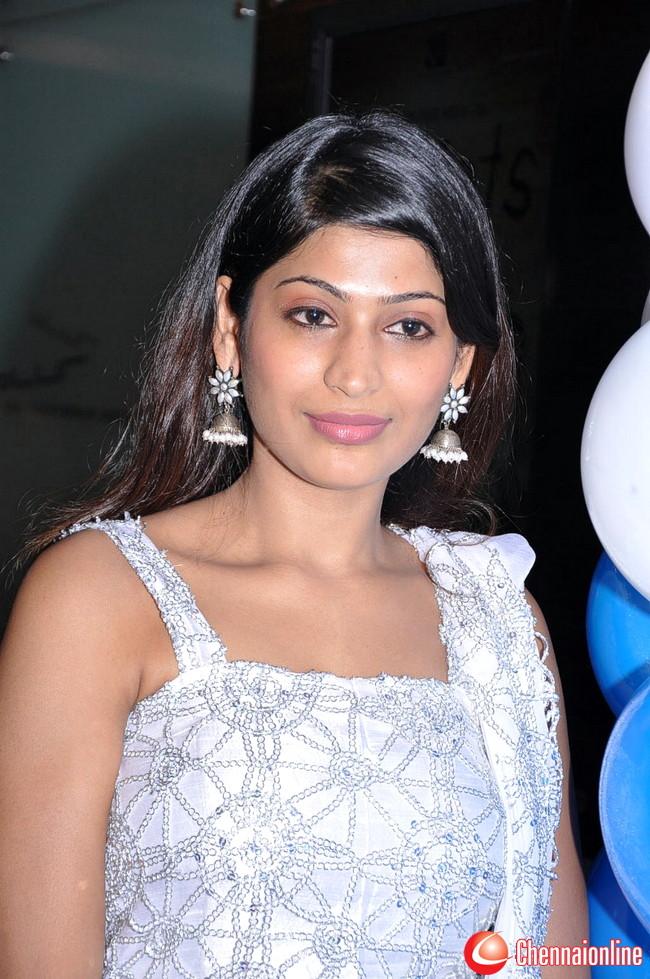 http://3.bp.blogspot.com/-_crKEoVeWwg/TeuTU-SCQeI/AAAAAAAAIJs/AlWrcmxM4M4/s1600/Vijayalakshmi-Ahathian-Hot-Photos-17.jpg