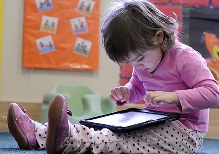 Penggunaan Teknologi Pada Anak Perlu Diawasi