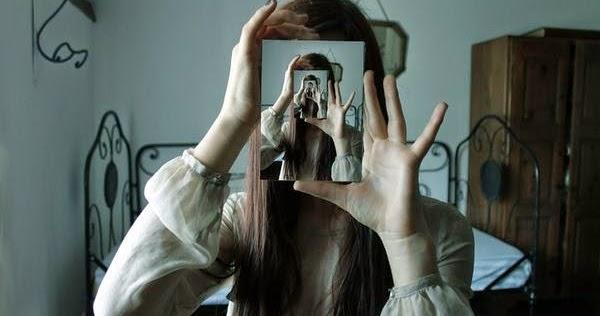 Le reflet de la lune comme en vous contemplant dans un for Regarde toi dans un miroir