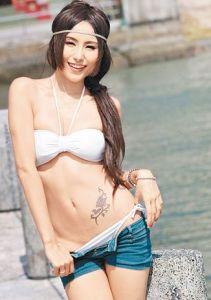 Xu Ying Hong Kong Sexy Model Sexy Short Jeans Image 1