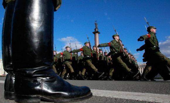 Sepatu bot tentara Rusia