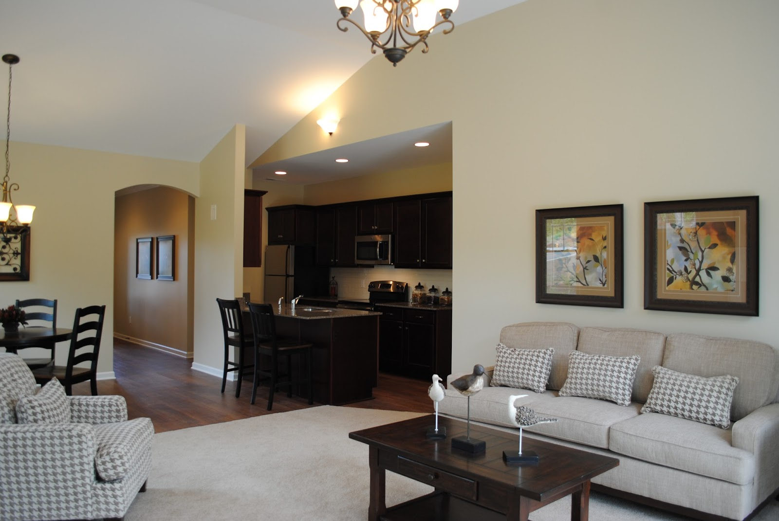 Stonebrook townhomes cottages fairport ny apartment for Apartments with attached garages