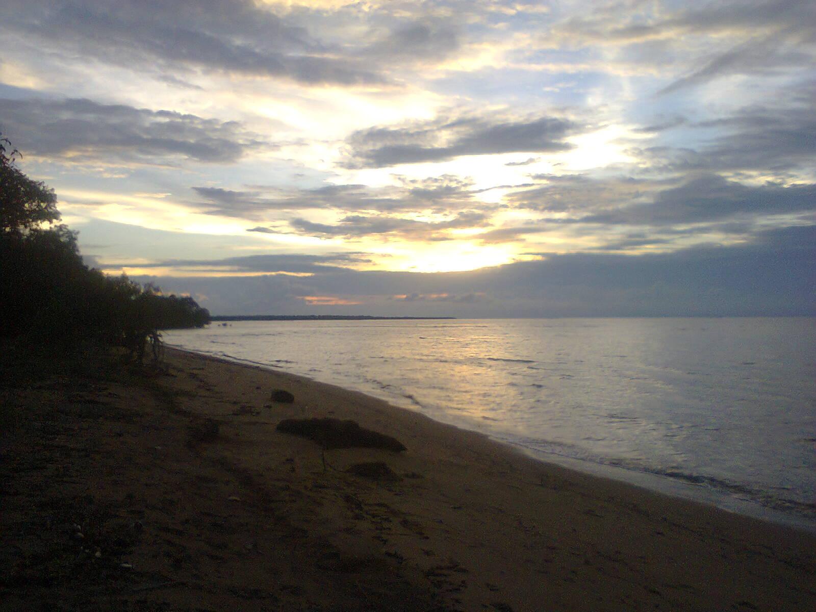 Hasil gambar untuk Pantai Air Mata Permai ketapang