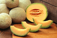 Cantaloupe fruit pieces