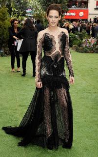 desain busana  Kristen Stewart renda gaun
