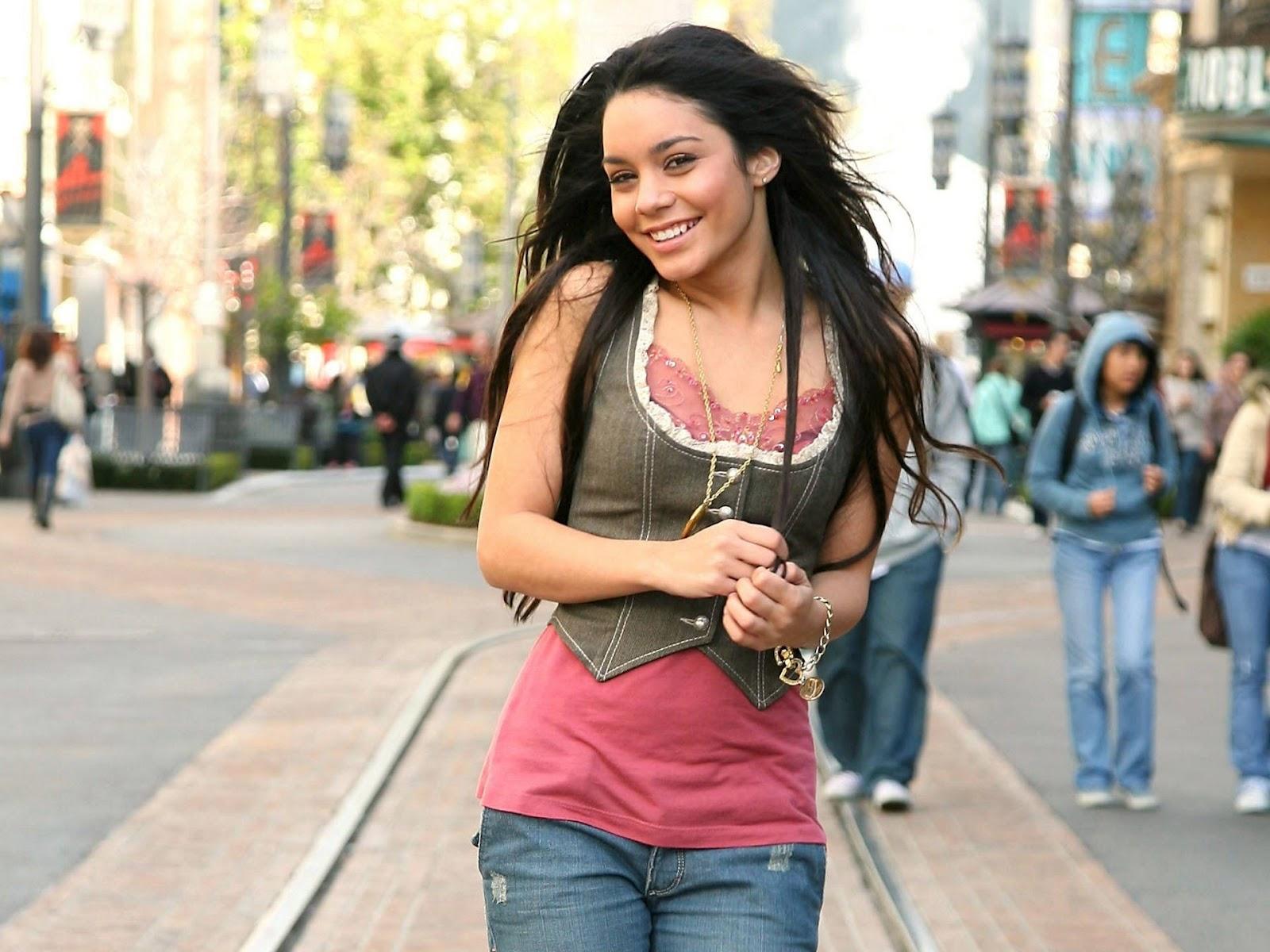 http://3.bp.blogspot.com/-_f8BFTBD1JI/UAJ-DTlFFGI/AAAAAAAAIhU/Rt6KNiSMJ6A/s1600/Vanessa_hot_hudgens+(3).jpg