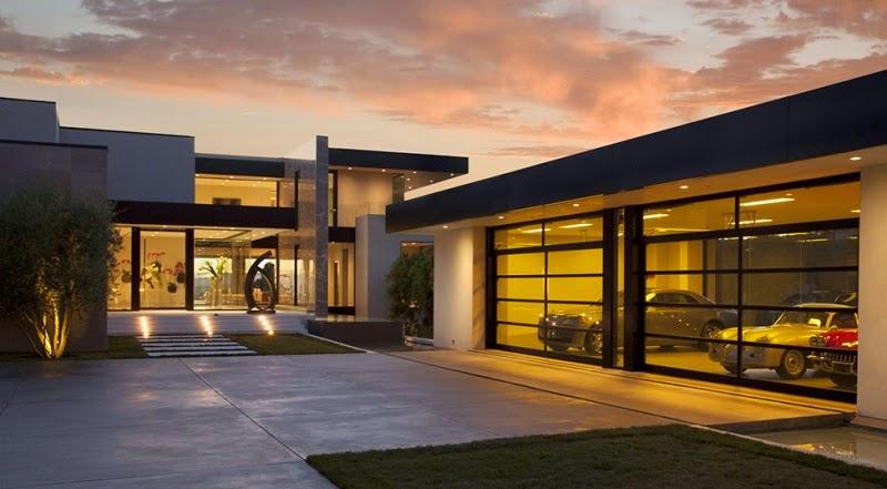 La casa está situada en uno de los barrios mas famosos de Los Ángeles, a pocos minutos de Sunset Strip, y aún así ofrece un entorno natural tranquilo,