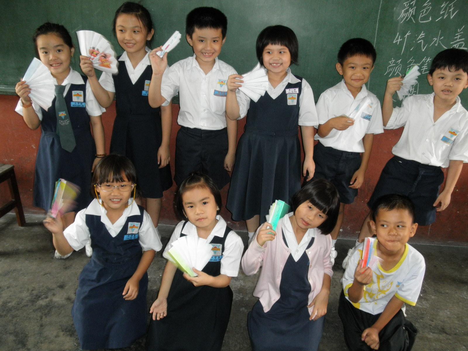 ... kertas suasana bilik darjah ketika menghasilkan kipas kertas hasil