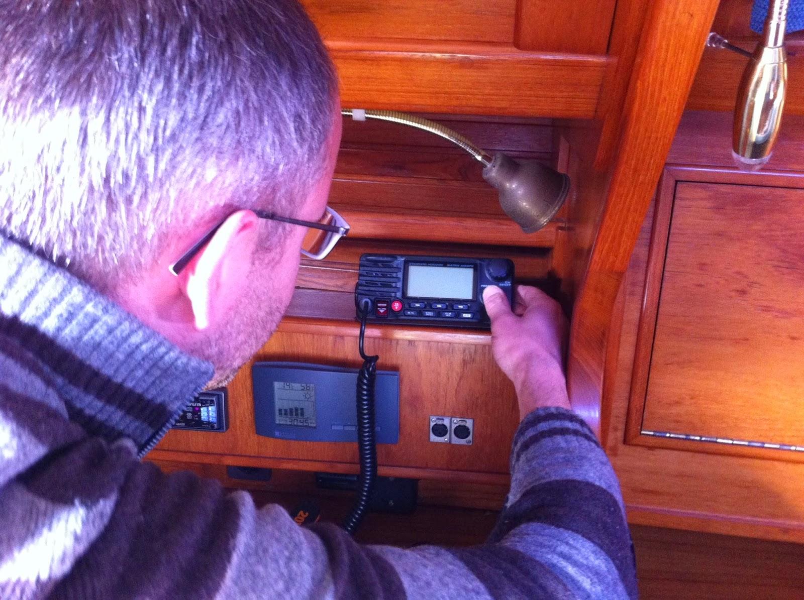 Marifoon met AIS en GPS