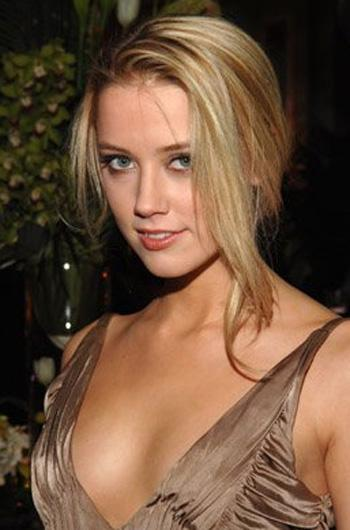 Amber Laura Hot Hollywood Celebrities Hot amp Sexy Photos Of Amber Laura Wallpapers Photos Images sexy stills