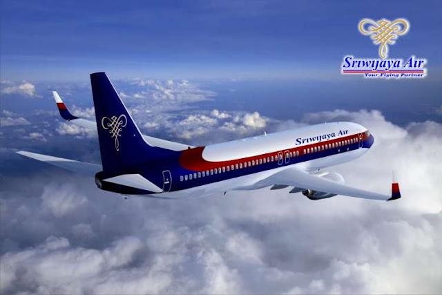 pesawat sriwijaya air indonesia mengudara di angkasa