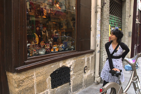 自転車の 自転車 ギア比 ママチャリ : 大型の操り人形が並んでます ...
