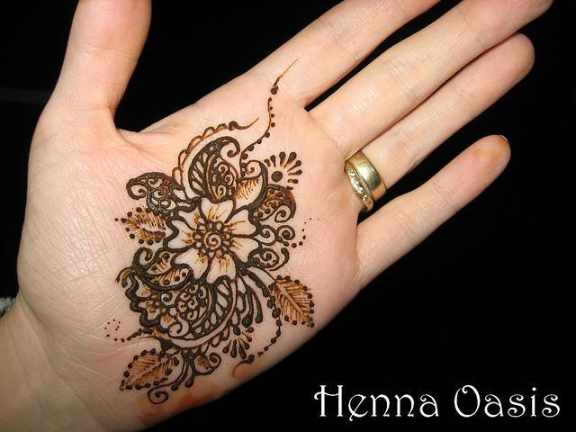 Latest Mehndi Henna Designs For Girls 2012 | Girls E-mag