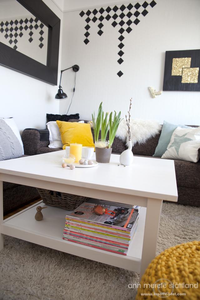 PÃ¥skete stue med gull og gul   kreativ i tet