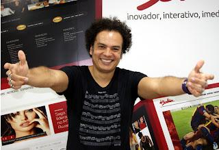 cantor e compositor carioca Zé Ricardo
