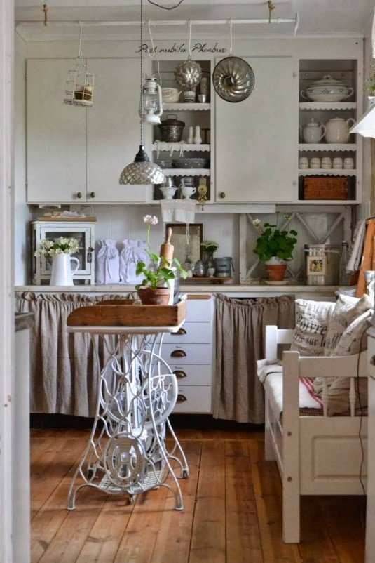 Repurposed sewing machine tables do it yourself ideas and projects - Four ways to repurpose an old sewing machine ...
