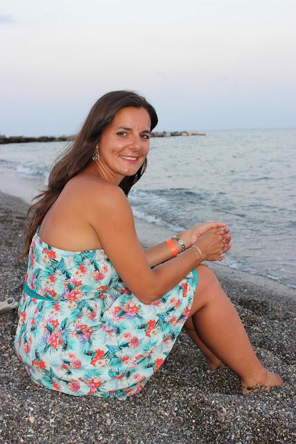 robe Naf Naf, bord de mer crète