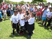 Escuela Cruz Azul Campeón de Liga en Hormiguitas los cruzazulinos campeones en el momento del recibimiento de la copa