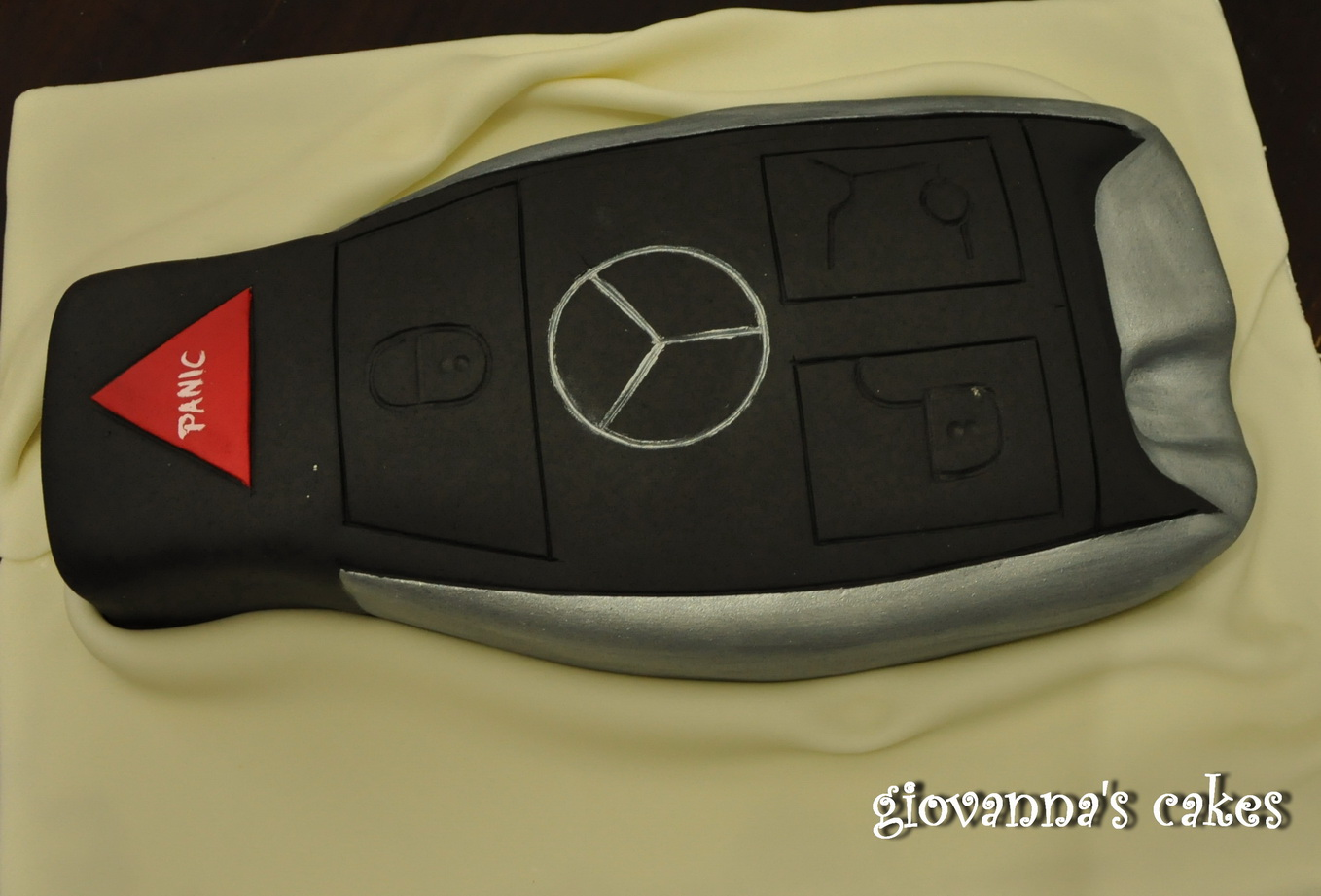 Giovanna 39 s cakes mercedes car key for Mercedes benz cake design