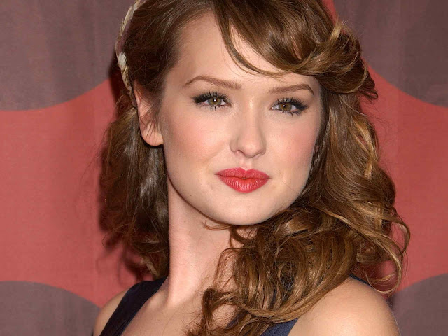 Kaylee Defer have a beautiful face