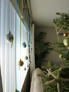 window decor, beach christmas, christmas decorations