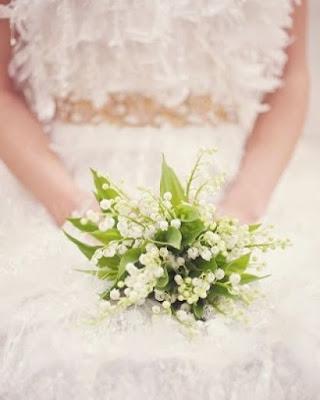 bukiet ślubny z konwalii