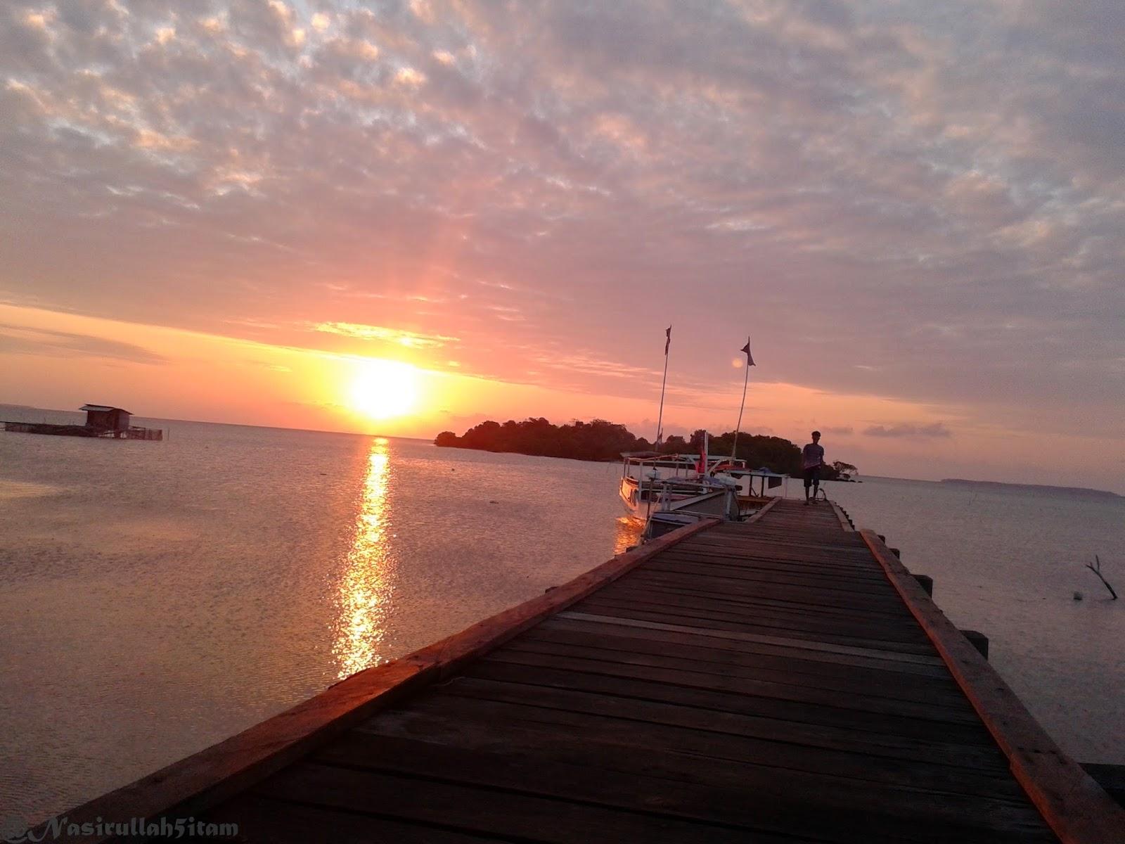 Sunset terabadikan dengan kamera hp dipelabuhan Mrican, Kemujan, Karimunjawa