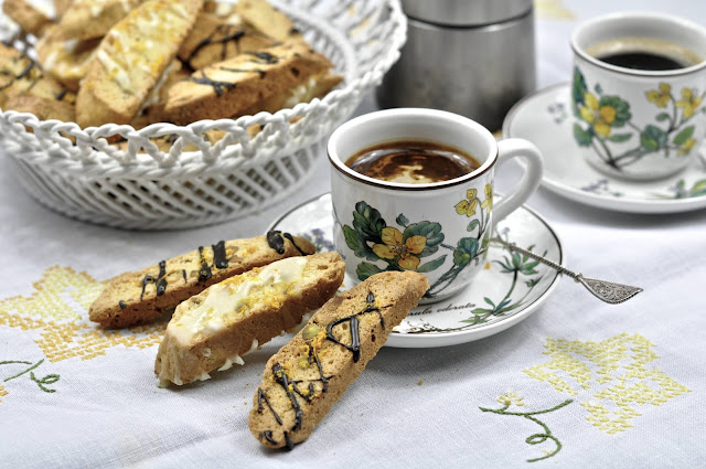 Ciao Chow Linda: Olive Oil Biscotti
