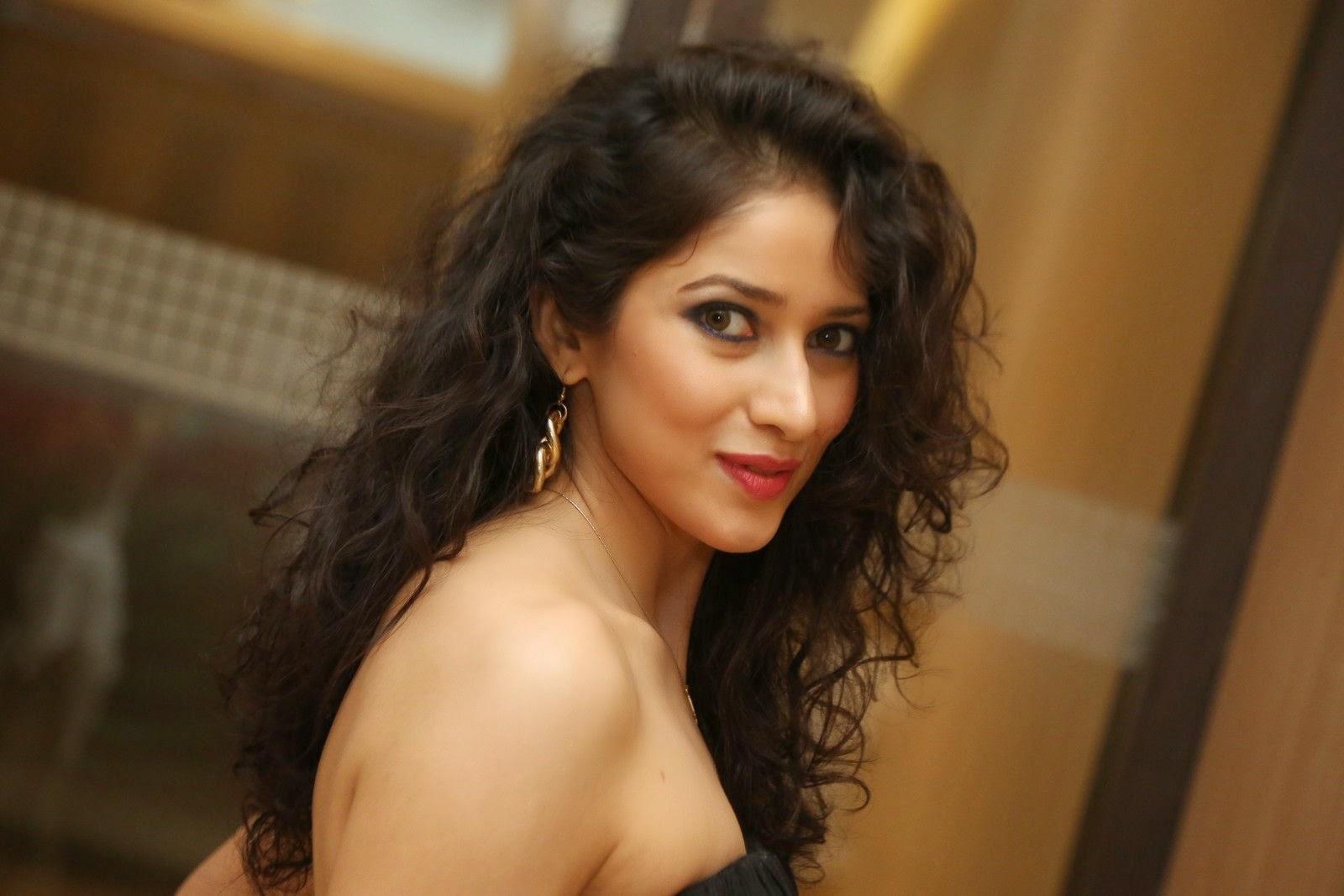 Model Neha Latest Glamorous Photo shoot-HQ-Photo-3